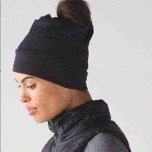Lululemon top knot toque beanie.